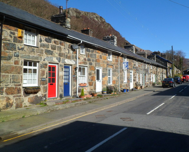 Stryd Gwynant houses Beddgelert