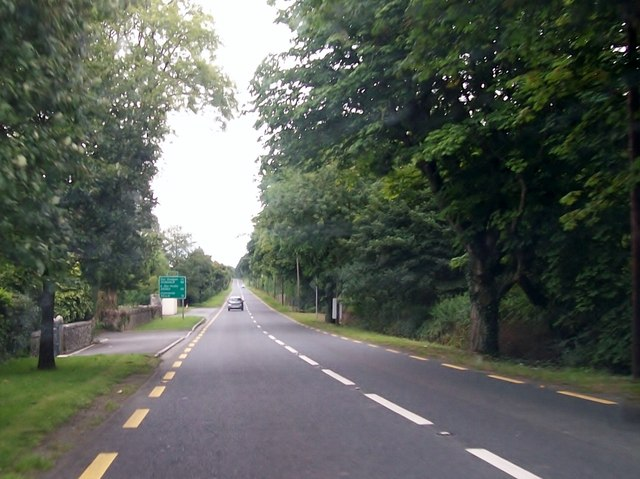 The N52 at the north-eastern outskirts of Clonmellon