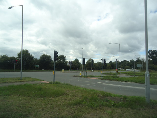 Denham Avenue, junction with the A40