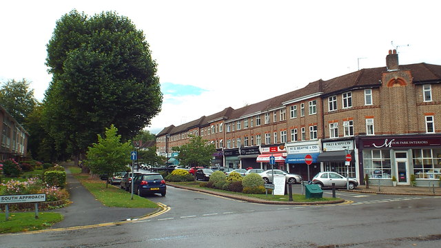 Main Avenue, Moor Park