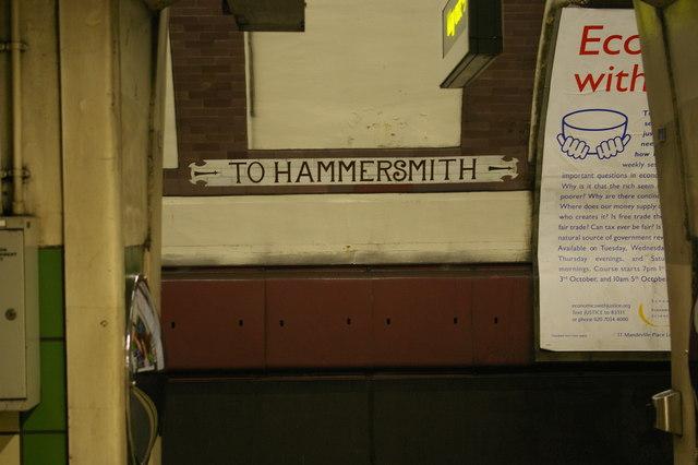 Caledonian Road underground station: platform-level signage