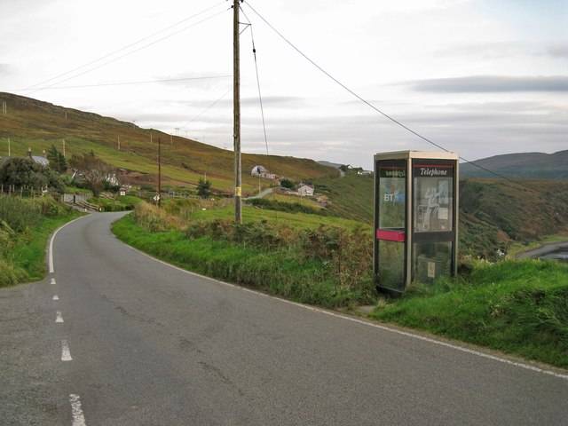 Phone box and B886 at Brae Lusta