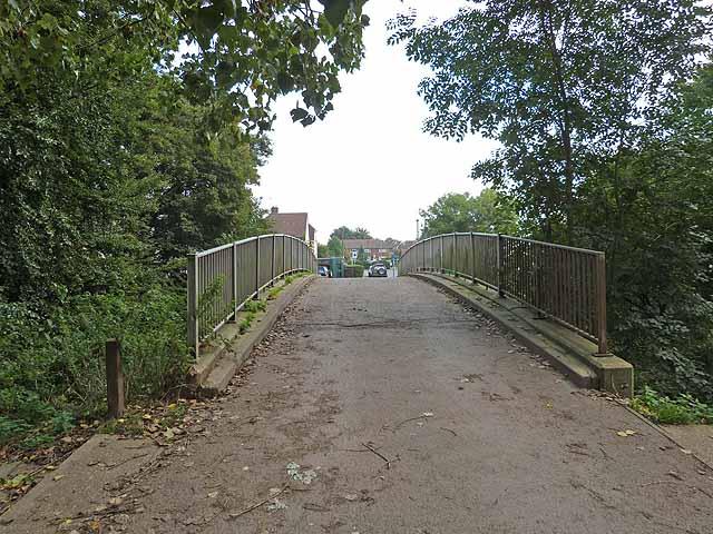Footbridge over Gatwick Stream © Oliver Dixon :: Geograph
