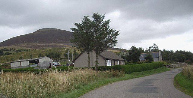 A small settlement at the foot of Tap O'Noth