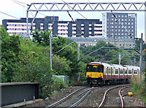 NS5566 : Train leaving Partick railway station by Thomas Nugent