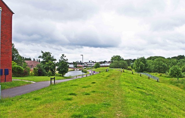 Looking from Alder Avenue towards the Staffs & Worcs Canal, Kidderminster