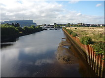 NS5566 : Glasgow Townscape : The Kelvin Downstream From Partick by Richard West