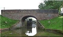 SU2063 : Brimslade bridge [no 106] and lock [no 53] by Christine Johnstone