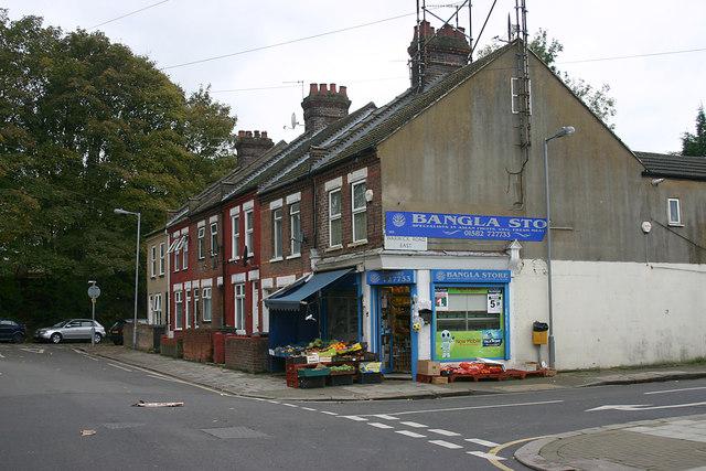 corner shop in bury park  luton  u00a9 david kemp cc 2 0    geograph britain and ireland