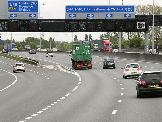 M25, Runnymede Junction