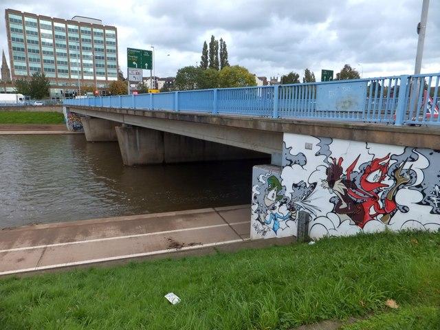 Spray-paint art on western Exe Bridge (1)