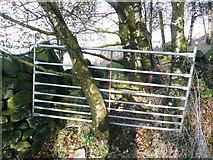 SE0023 : Awkward gate on Hebden Royd FP114 by Humphrey Bolton