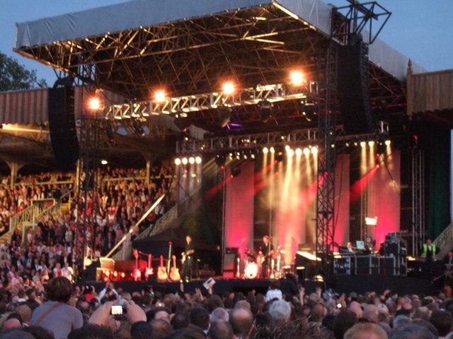 Bryan Adams - Newmarket Racecourse - June 2008