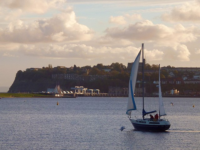 A late afternoon sail in Cardiff Bay