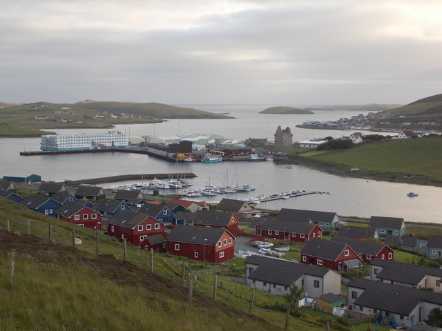Scalloway: view over the town and harbour