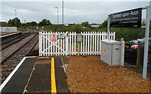 SP1955 : White gate at the northern end of platform 1 at Stratford-upon-Avon railway station by Jaggery