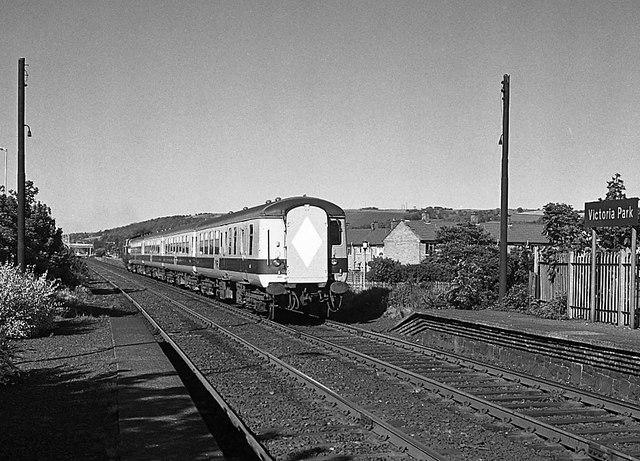 Train passing Victoria Park station - 1985