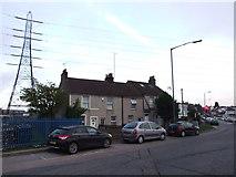 TQ6174 : Cottages on Stonebridge Road, Northfleet by Chris Whippet