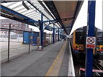 SU6400 : Platform 4B at Portsmouth & Southsea railway station by Jaggery