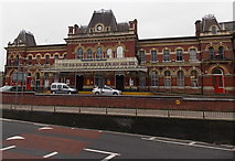 SU6400 : Portsmouth & Southsea railway station facade by Jaggery