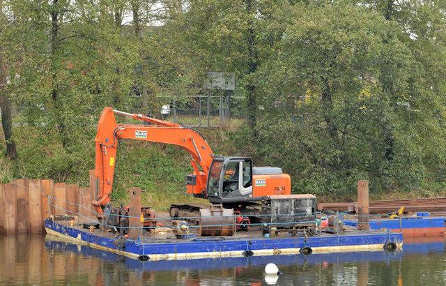 Crane and pontoon, River Lagan, Belfast