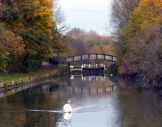 Footbridge across the Grand Union Canal