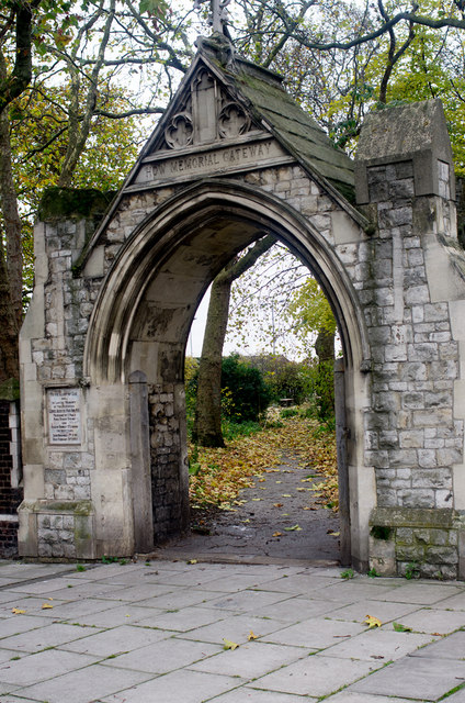 How Memorial Gateway, Bromley-by-Bow
