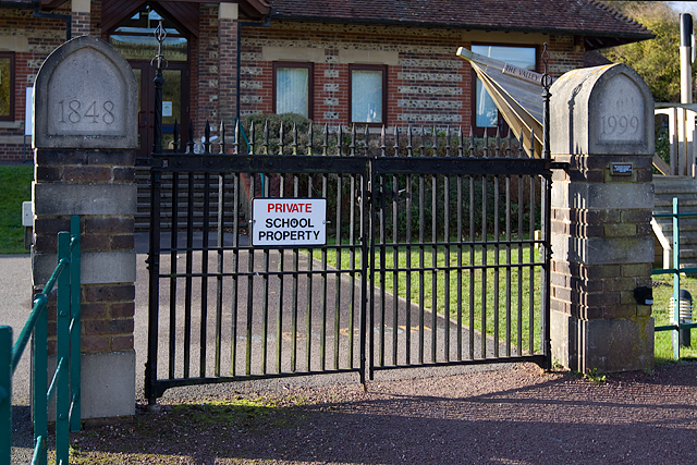 """Piddletrenthide School: the mystery of the """"missing"""" school gates (3)"""