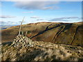 NN9306 : Cairn above West Craigs by Alan O'Dowd