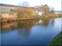TQ2282 : Looking across the Paddington Arm of the Grand Union Canal by Marathon