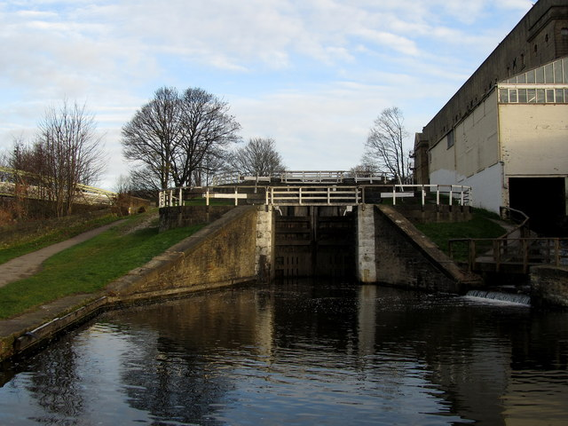 Three Rise Locks, Bingley