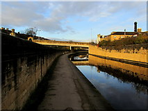 SE1039 : Leeds Liverpool Canal in Bingley by Chris Heaton