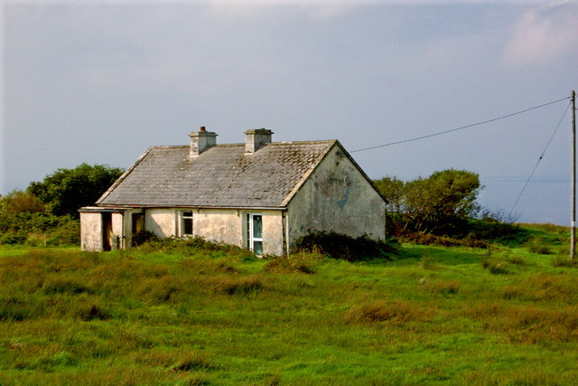 Cottage with Roof needing Maintenance along R478
