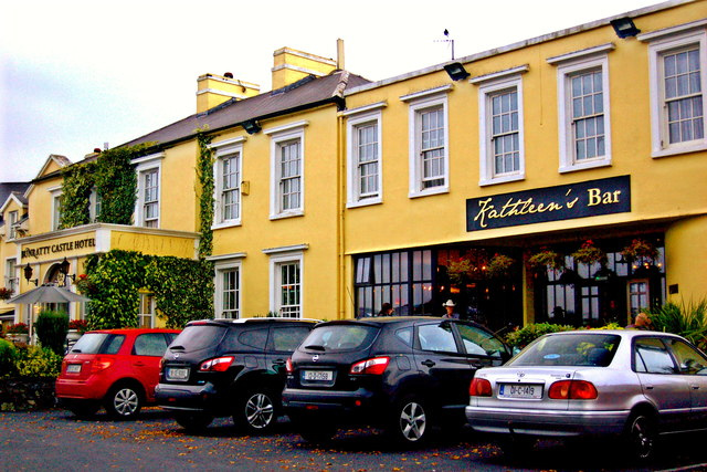 Bunratty - Bunratty Castle Hotel & Kathleen's Bar