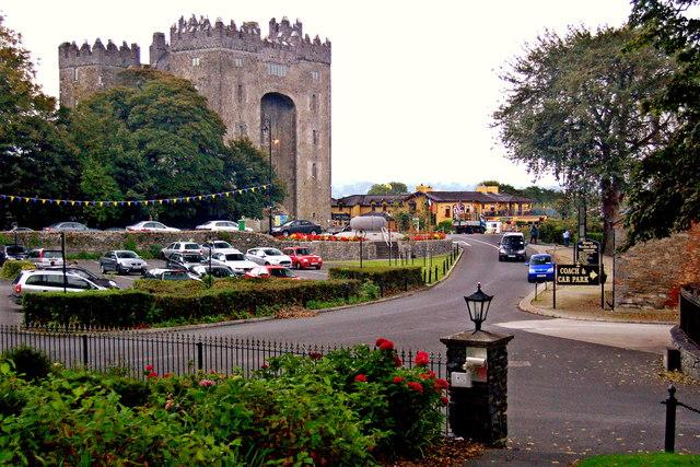 Bunratty - Bunratty Castle & Durty Nellys Pub