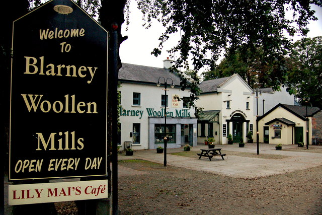 Bunratty - Welcome Sign & Blarney Woollen Mills Building