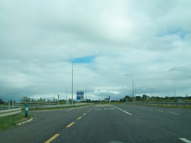 The R147 approaching Junction 7 on the N3