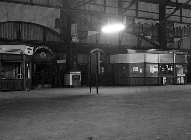 Queen's Quay station - interior - 1976 (11)
