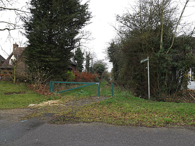Footpath to Meadow Road