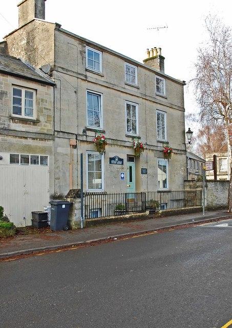 Apsley Villa Guest House, 16 Victoria Road, Cirencester, Glos