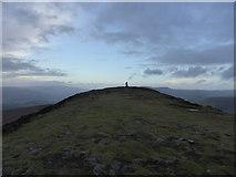 SO2718 : Approaching the summit of the Sugar Loaf / Mynydd Pen-y-fal by Jeremy Bolwell