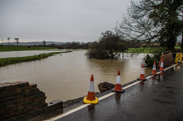 Flanchford Bridge - Christmas 2013 floods