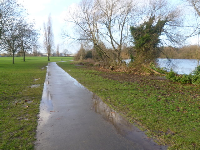 Path by the lake in Danson Park