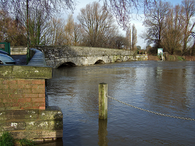 Jan 2014: the flooded River Stour at the old Iford Bridge (1)