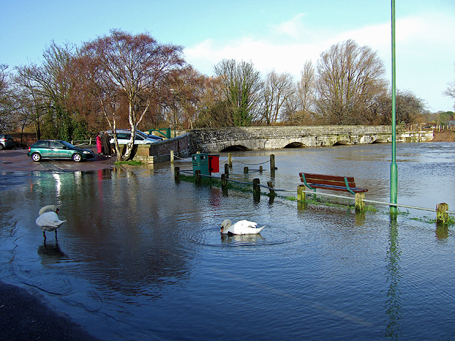 Jan 2014: the flooded River Stour at the old Iford Bridge (2)