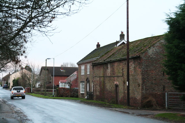 Houses and farm building in Reedness