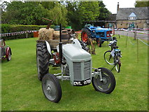 TF1505 : Vintage tractors at The Blue Bell, Glinton by Paul Bryan