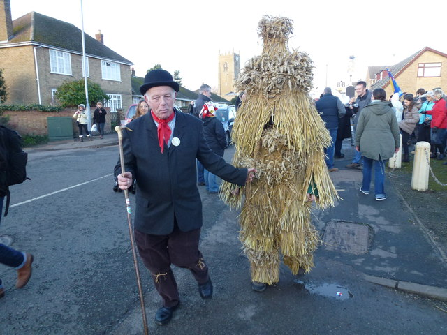 Leading the bear to The Boat - Whittlesea Straw Bear Festival 2014