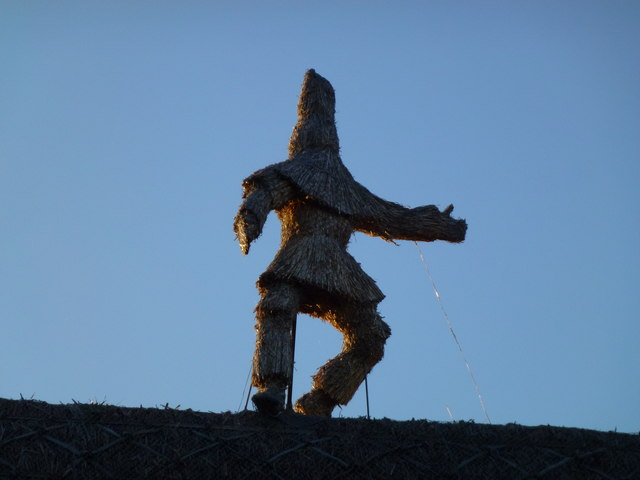 Straw bear on the roof in Whittlesey