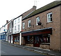 ST7593 : Large kettle on a Long Street wall, Wotton-under-Edge by Jaggery